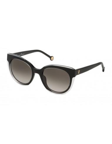 Vista desde la diagonal izquierda de las gafas de sol Carolina Herrera: 789 col. 01EN.